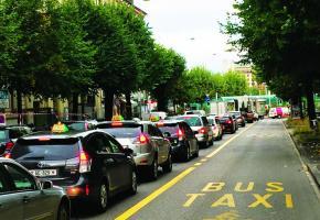 Les taxis pourront-ils à nouveau emprunter les voies de bus lorsqu'ils n'ont pas de clients? DR